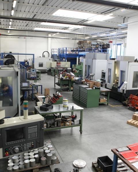 Macchinari per lavorazioni meccaniche fresatura su metallo e materia plastica